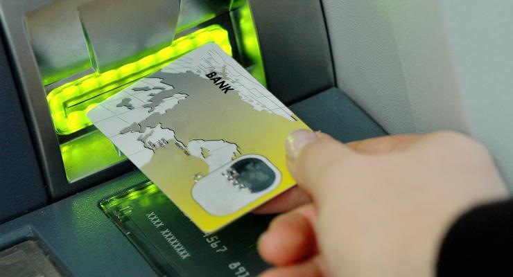 Банки начали предлагать кредитные карты чаще