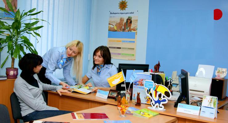 Туристический поток украинцев за границу сократился в два раза