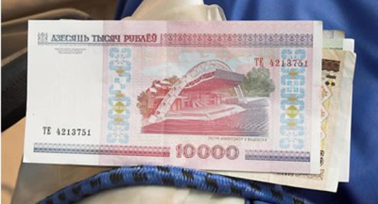 Курс белорусского рубля резко падает