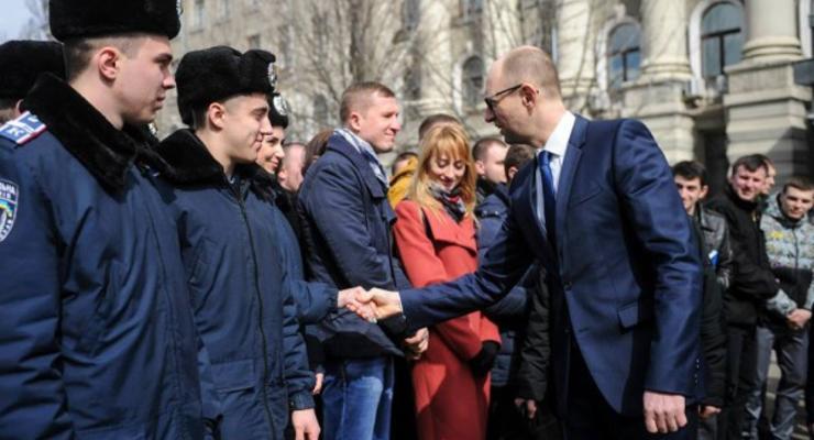 Яценюк рассказал об уровне жизни: украинцам трудно выживать