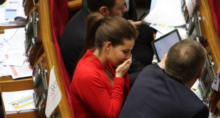 Народным депутатам задерживают зарплату