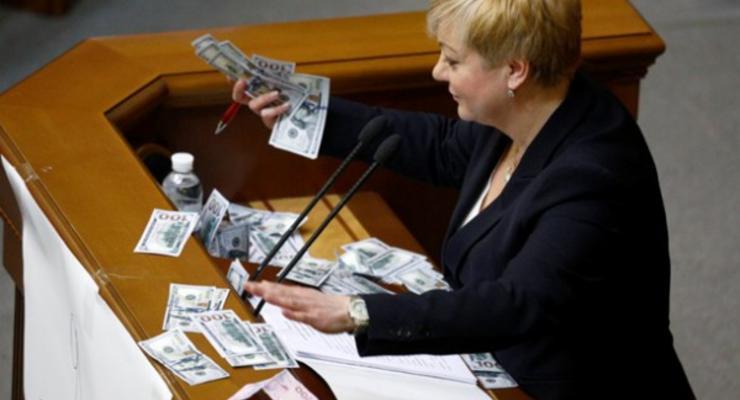 Гонтарева хочет ограничить наличные расчеты