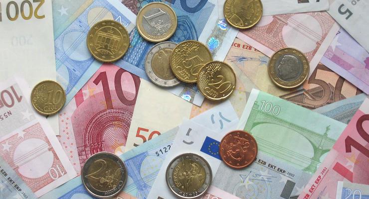 Курс евро упал в цене до минимума за 11 лет