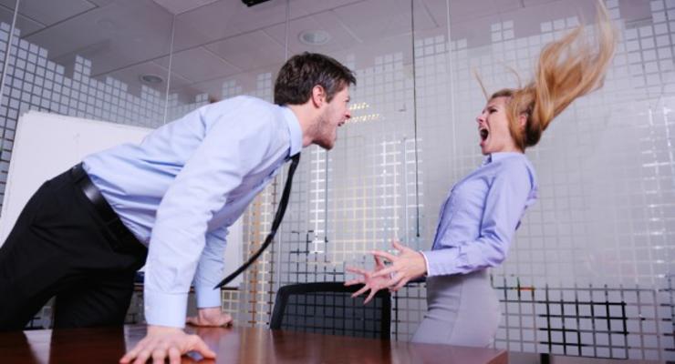 Более 90% раздражаются на своих коллег