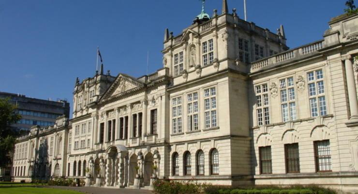 Уэльский университет закрыли за липовые дипломы