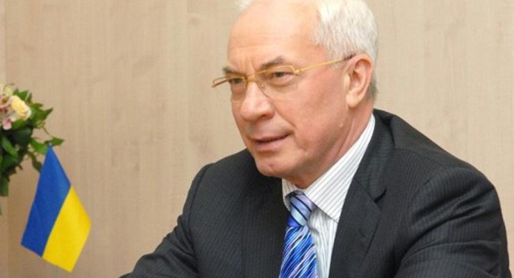 Азаров хочет, чтобы украинцы учились на сварщиков и водителей