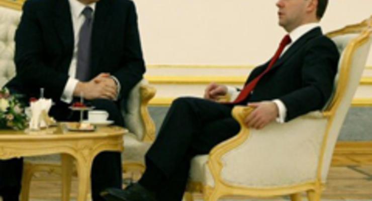 Янукович уехал в Россию