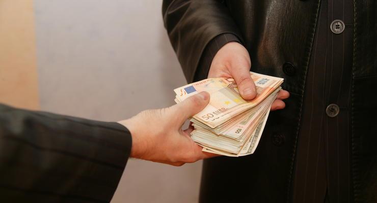 Киевского налоговика поймали на взятке в 24 тыс. гривен