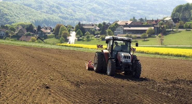 Скупать землю - слишком хлопотно для олигархов, - эксперт