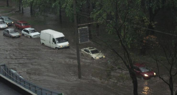 Еще один украинский город превратился в Венецию из-за проливных дождей
