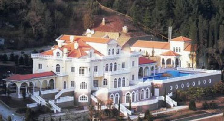 Янукович и Азаров будут отдыхать в Крыму
