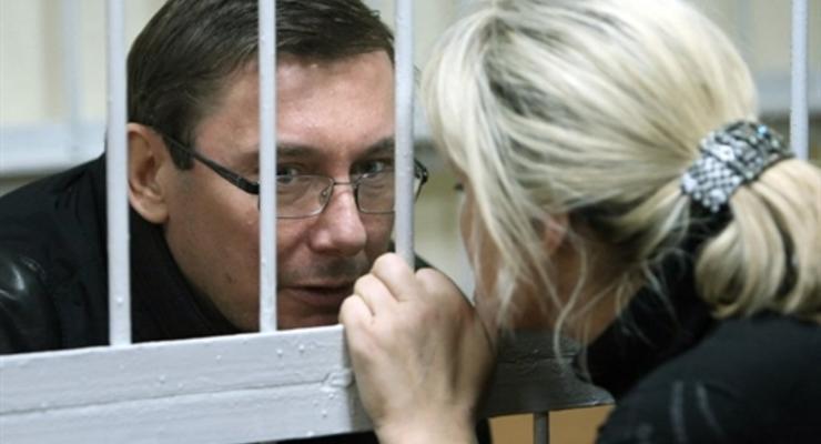 Депутаты хотят освободить Луценко