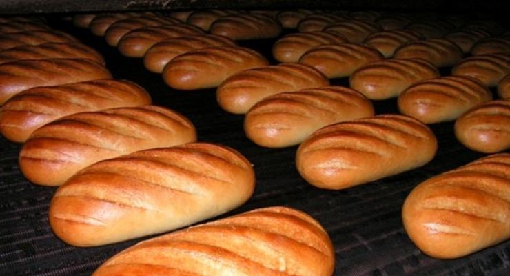 Азаров взялся за цены на хлеб