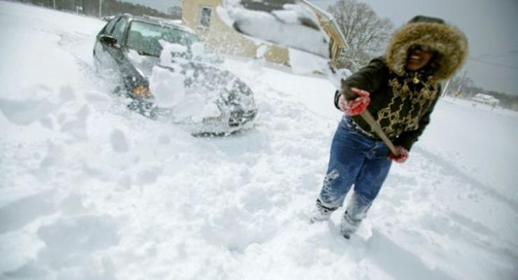 Попов пообещал убирать снег в Киеве круглосуточно