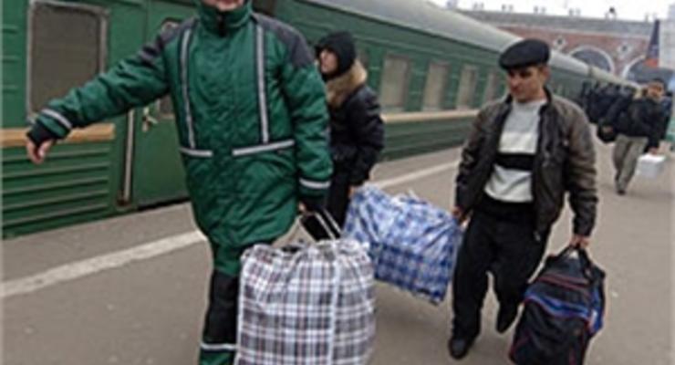 Украинским заробитчанам пообещали помочь