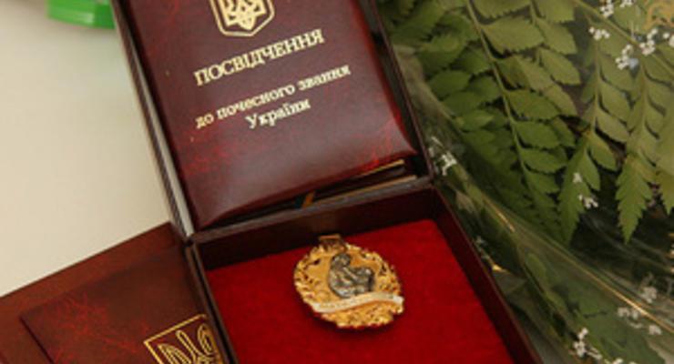 """Янукович присвоит звание """"мать-героиня"""" 30 тыс. матерей"""