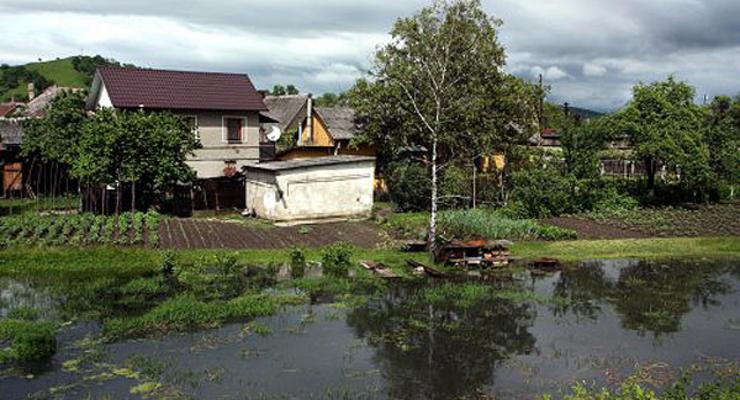 """Наводнения на Закарпатье: """"пропало"""" 410 млн гривен"""