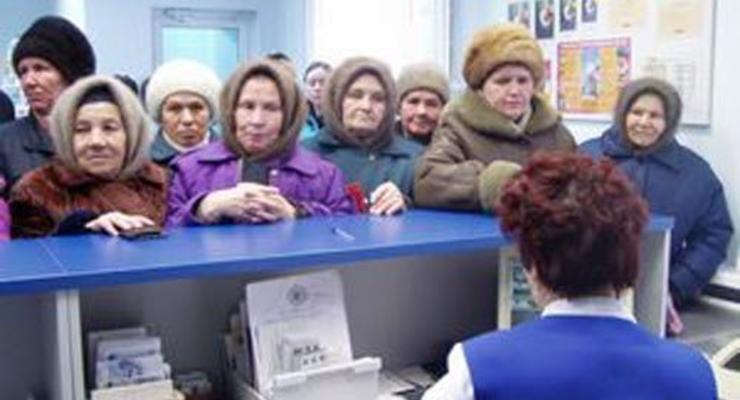 Азаров хочет обсудить пенсионный возраст с народом
