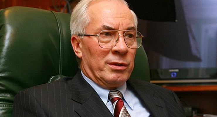 Азаров рассказал, что будет с уволенными чиновниками