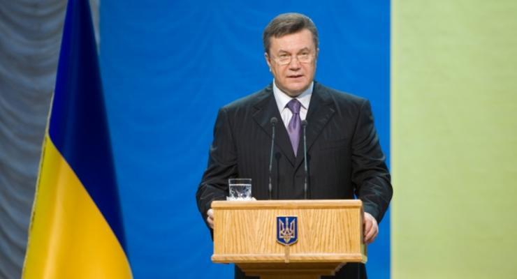 Янукович прервал отпуск из-за пожаров