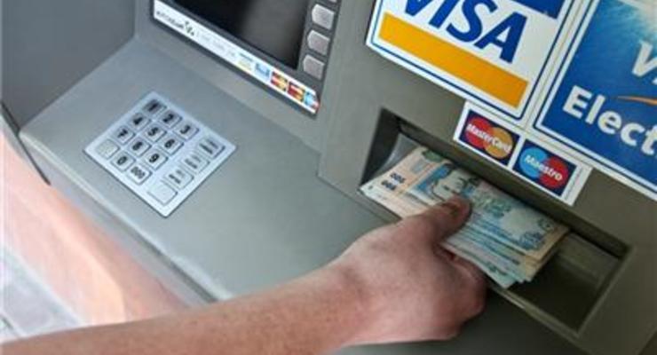 Проминвестбанк ввел лимит на снятие наличных в банкоматах