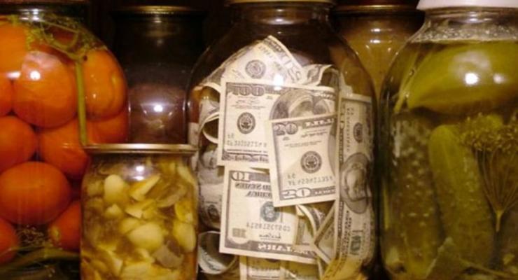 Вместо банков - банка: где украинцы предпочитают хранить деньги