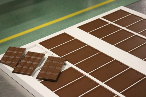 Чем больше плитка содержит какао-бобов, тем она должна быть тоньше