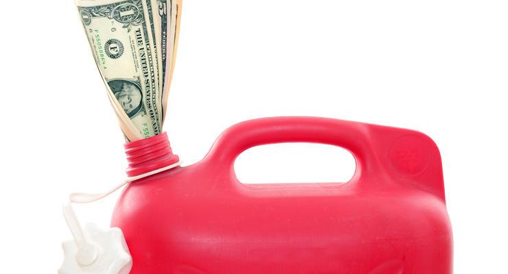Не угнаться: Почему нефть дешевеет, а стоимость бензина в Украине растет