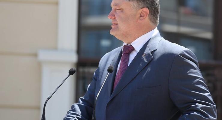 Порошенко подписал закон о снижении акциза на ввоз б/у авто в Украину