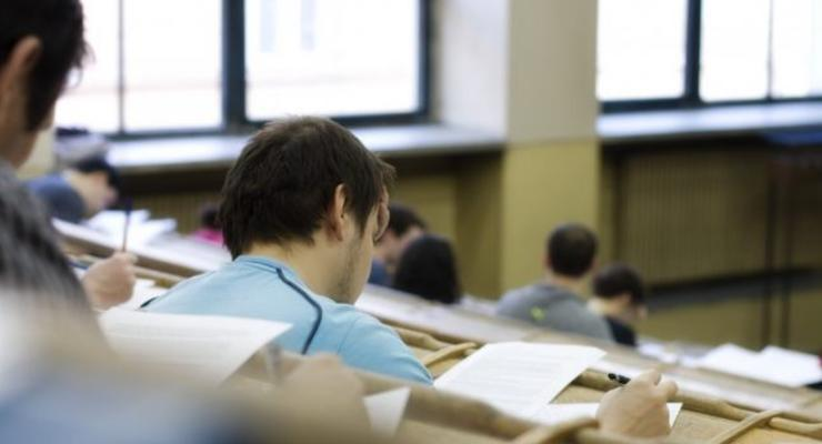 Дорого, плохо, зато для всех: Высшее образование в Украине