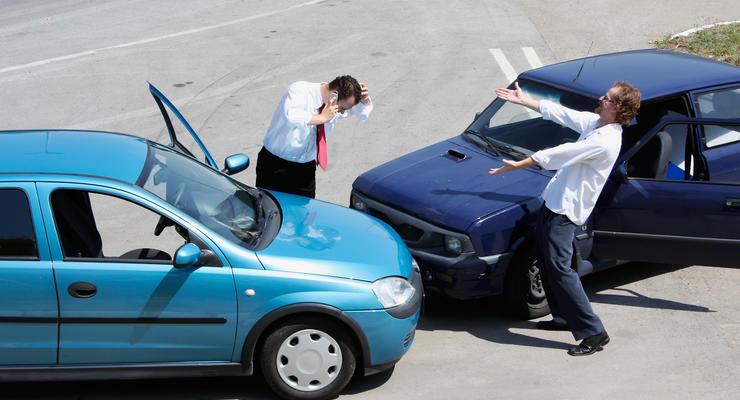 Водителям разрешили с опозданием уведомлять страховщика о ДТП