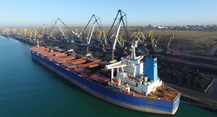 В порт Южный прибыл балкер с углем из ЮАР
