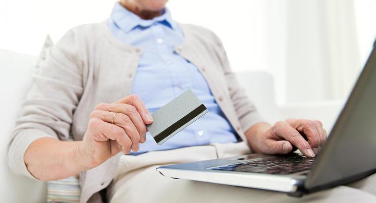 Украинцы начали чаще пользоваться электронными деньгами