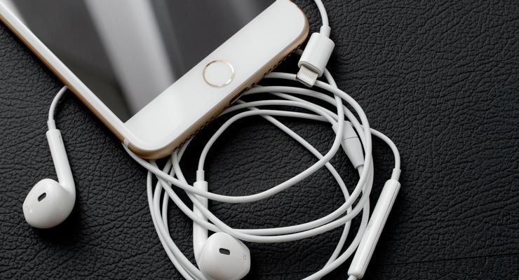 Все iPhone 7 завезены в Украину нелегально - Насиров