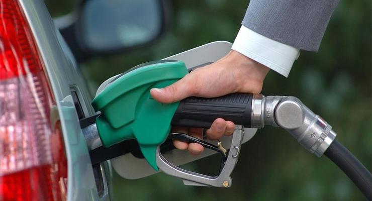 В Украине все чаще стали давать взятки фальшивыми талонами на топливо