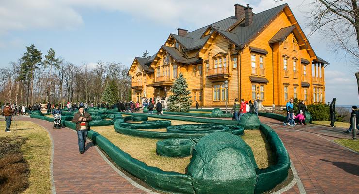 Межигорье все еще находится в собственности Януковича - комендант резиденции