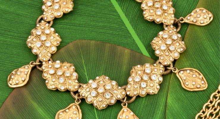 Сотни украшений Chanel продадут на аукционе