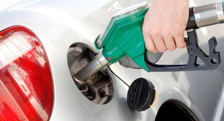 Стало известно, где продают самый дорогой и дешевый бензин в мире