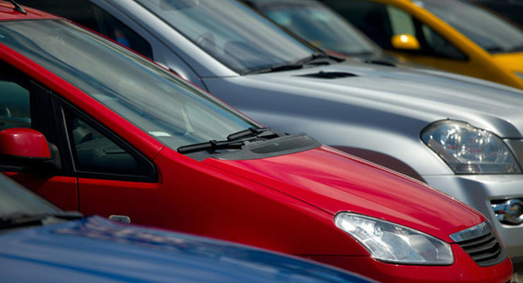 В Киеве появился рынок нерастаможенных авто