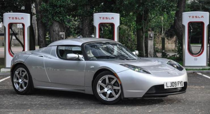 Редкий электромобиль Tesla продали на аукционе