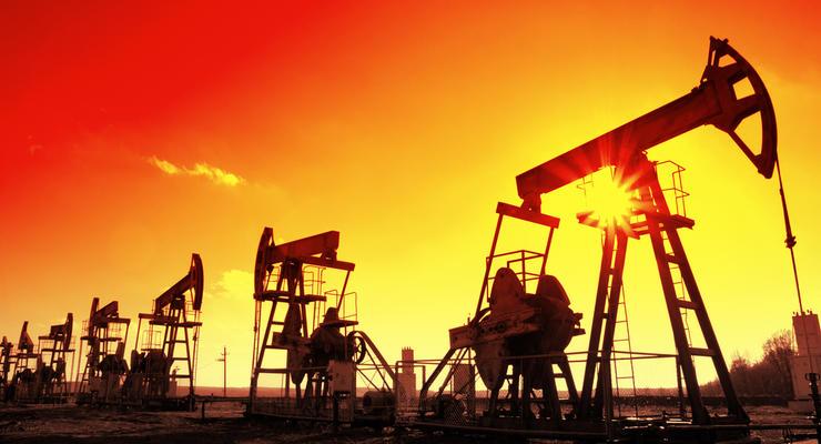 Цена на нефть опустилась ниже 50 долларов за баррель