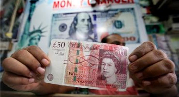 Фунт в паре с долларом в октябре потерял около 6%