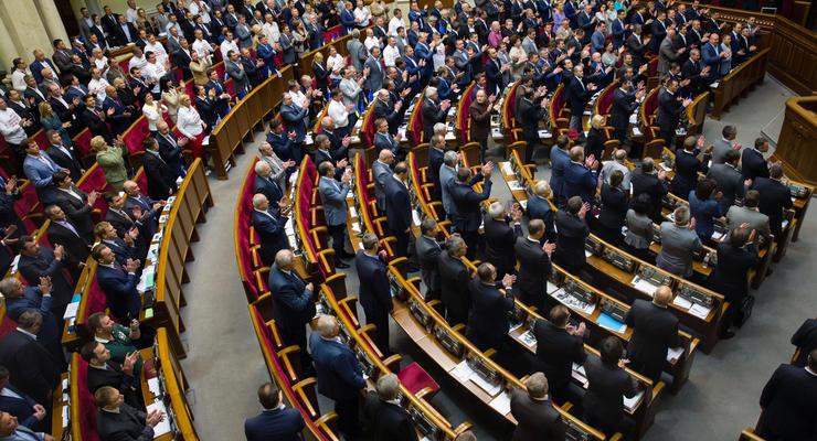 В Раде рассмотрят отмену повышения зарплат депутатам