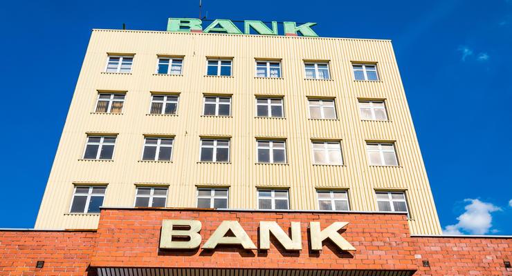 Работающие банки сократили убытки более чем вчетверо