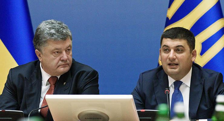 У Порошенко и Гройсмана отчитались об их зарплатах