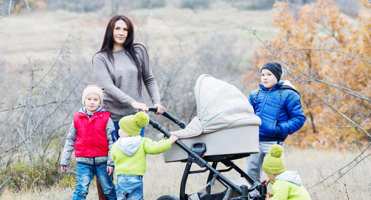Многодетным матерям хотят разрешить досрочно выходить на пенсию