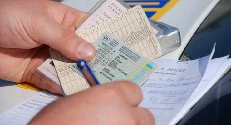 Украинцев будут лишать водительских прав и лицензий за долги