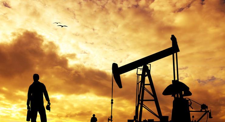 Цены на нефть перешли к росту на фоне ослабления доллара