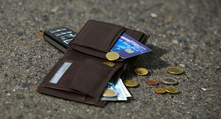 Как обналичить деньги с утерянной карты