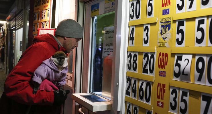 Украинцев освободили от уплаты валютного сбора: что это значит